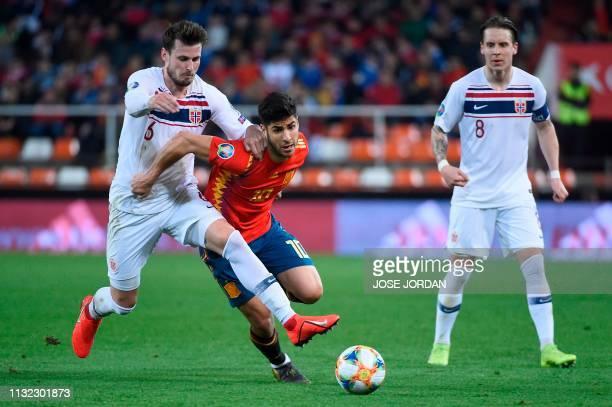 Spain's midfielder Marco Asensio vies fort the ball with Norway's defender Havard Nordtveit and Norway's midfielder Stefan Johansen during the Euro...