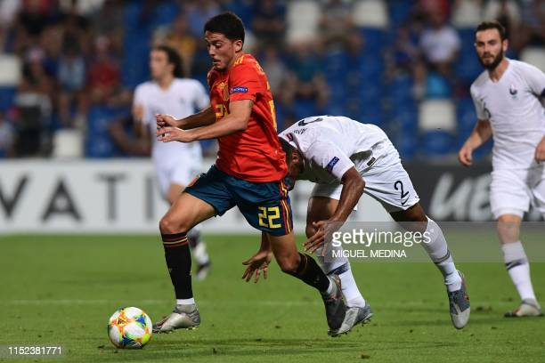 Spain's midfielder Pablo Fornals outruns France's defender Kelvin Amian during the semi-final match of the UEFA U21 European Football Championships...
