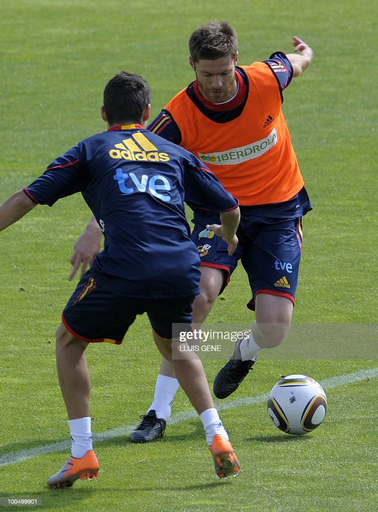 Spain's midfielder Xabi Alonso (R) vie with Spain's forward Jesus Navas (L) during a training session of the Spanish football team on May 25, 2010, at the Sports City of Las Rozas, near Madrid. Spain, among the favourites for the World Cup, which runs from June 11-July 11, face Switzerland, Honduras and Chile in Group H of the opening round.