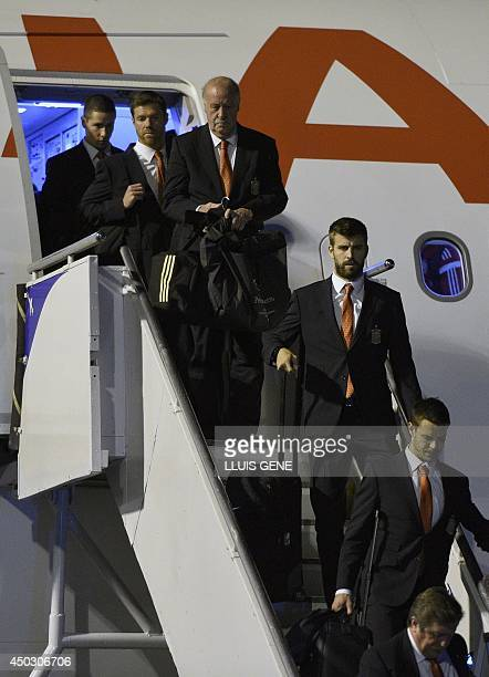 Spain's national football team coach Vicente Del Bosque and Spain's defender Gerard Pique are seen upon their arrival at Alfonso Pena International...