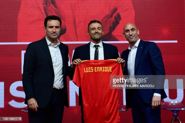 Spain's new coach Luis Enrique poses with Spain's sporting director Jose Francisco Molina and Spanish football federation president Luis Rubiales...