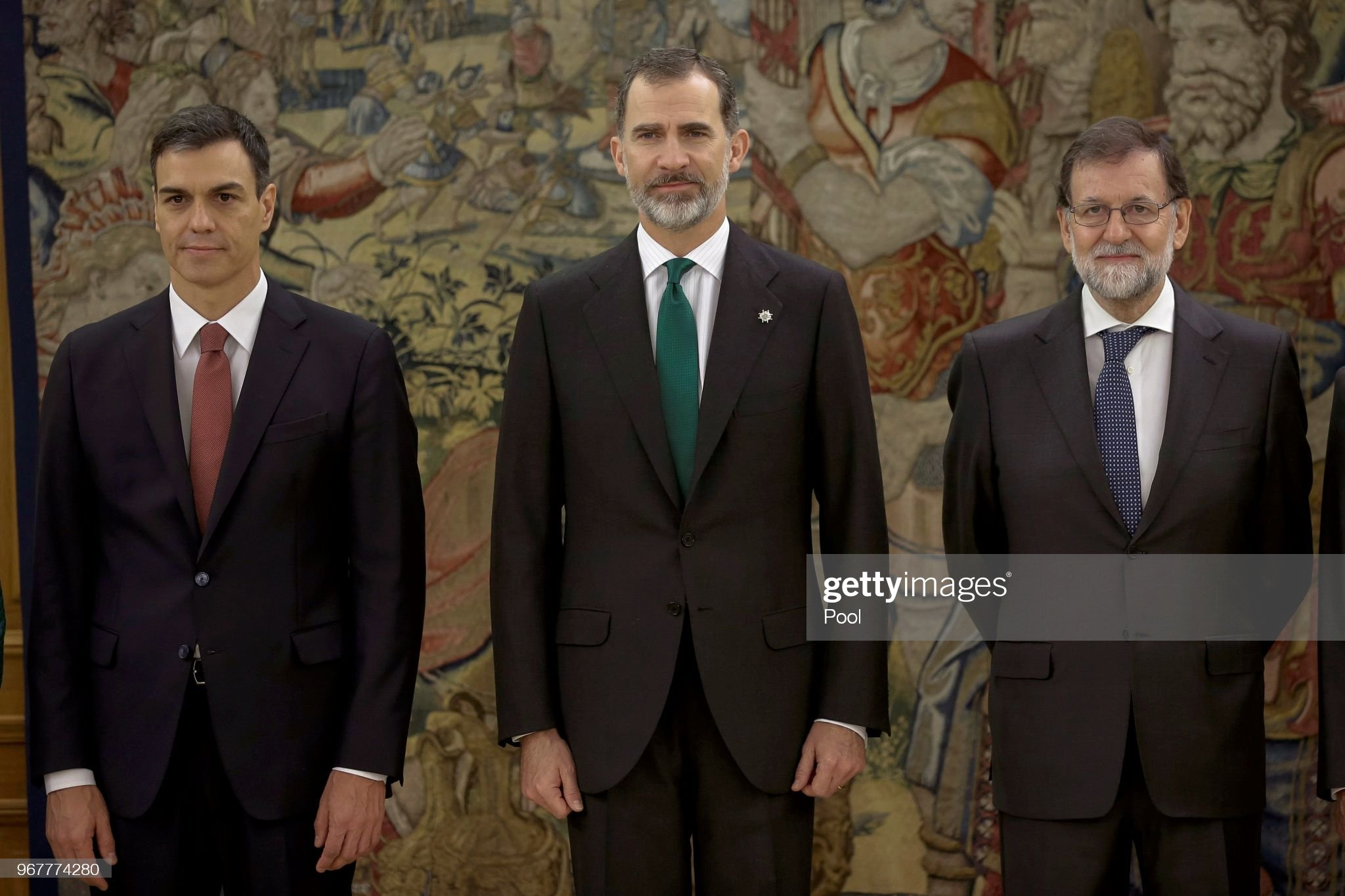 ¿Cuánto mide Pedro Sánchez? - Altura: 1,89 - Real height - Página 2 Spains-new-prime-minister-pedro-sanchez-king-felipe-vi-of-spain-and-picture-id967774280?s=2048x2048