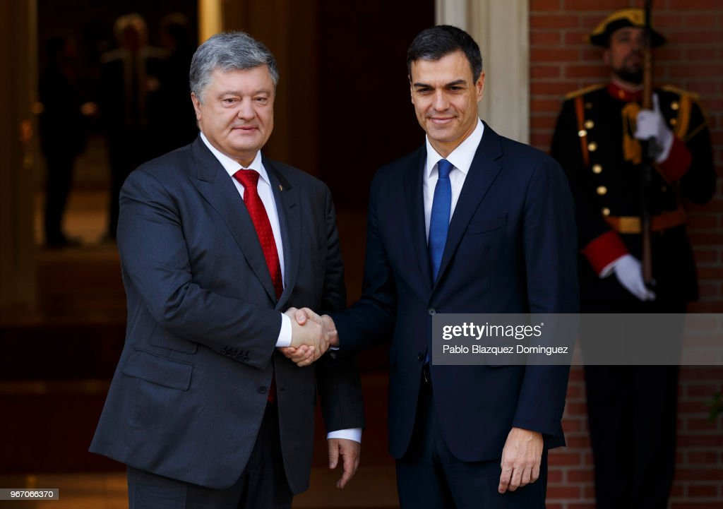 Spain's new Prime Minister Pedro Sanchez (R) shakes hands with the President of Ukraine Petro Poroshenko (L) as they pose for the press at Moncloa Palace on June 4, 2018 in Madrid, Spain. This is the first official meeting for Pedro Sanchez since becoming Spain's new Prime Minister after winning the no-confidence motion against ousted Prime Minister Mariano Rajoy.