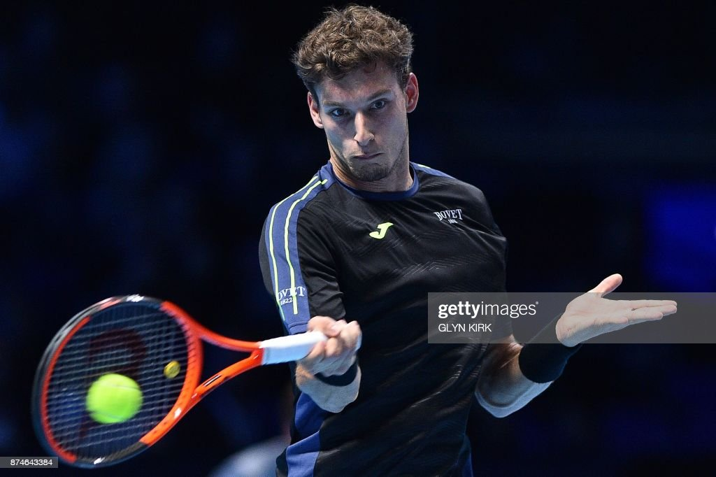 Spain's Pablo Carreno Busta returns to Austria's Dominic Thiem during their men's singles round-robin match on day four of the ATP World Tour Finals tennis tournament at the O2 Arena in London on November 15 2017. / AFP PHOTO / Glyn KIRK
