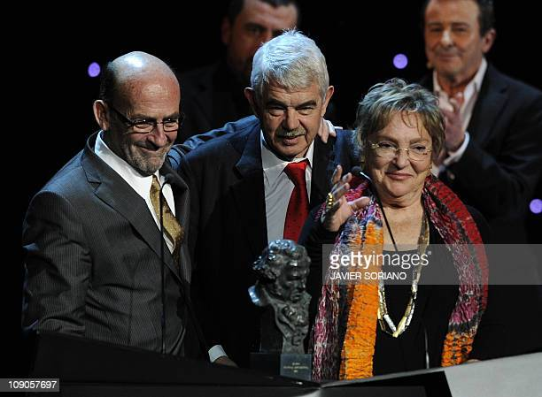 Spain's Pascual Maragall and his wife Diana Garrigosa receive the award for the best documentary film for Bicicleta cuchara manzana during the Goya...