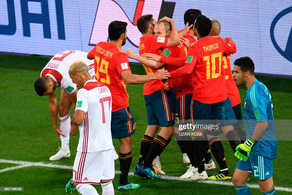 TOPSHOT - Spain's players celebrate after scoring their first goal during the Russia 2018 World Cup Group B football match between Spain and Morocco at the Kaliningrad Stadium in Kaliningrad on June 25, 2018. (Photo by OZAN KOSE / AFP) / RESTRICTED