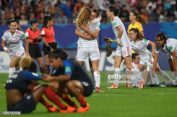 TOPSHOT Spain's players celebrate their victory at the end of the Women's U20 World Cup semifinal football match between France and Spain in La...