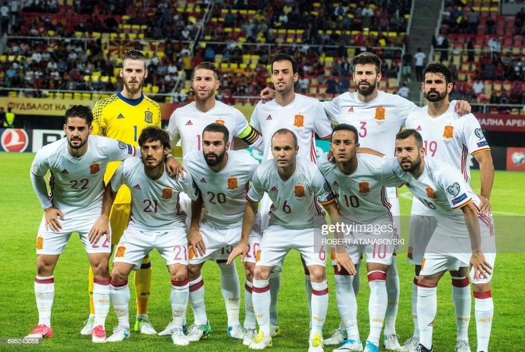 Spain's players (TOP L/R): David De Gea, Sergio Ramos, Sergio Busquets, Gerard Pique, Diego Costa (FRONT L/R): Isco, David Silva, Daniel Carvajal, Andres Iniesta, Thiago and Jordi Alba pose for a team photograph prior to the FIFA World Cup 2018 qualifying football match betyween Macedonia and Spain at Philip II of Macedon stadium in Skopje on June 11, 2017. / AFP PHOTO / Robert ATANASOVSKI