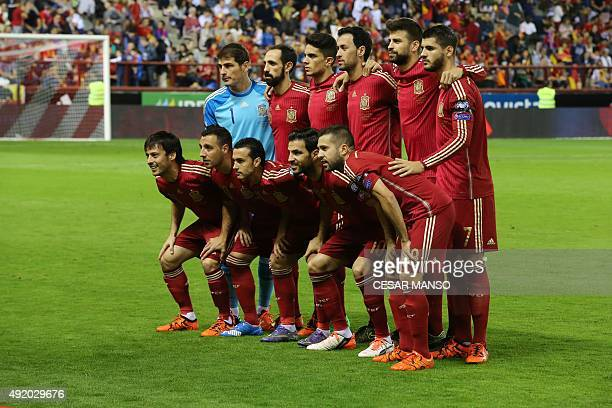 Spain's players pose before the Euro 2016 qualifying football match Spain vs Luxembourg at Las Gaunas stadium in Logrono on October 9 2015 AFP PHOTO/...