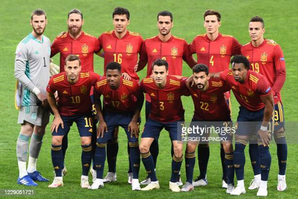 Spain's players pose for a team photo prior to the UEFA Nations League football match between Ukraine and Spain at the Olympiyskiy stadium in Kiev on...
