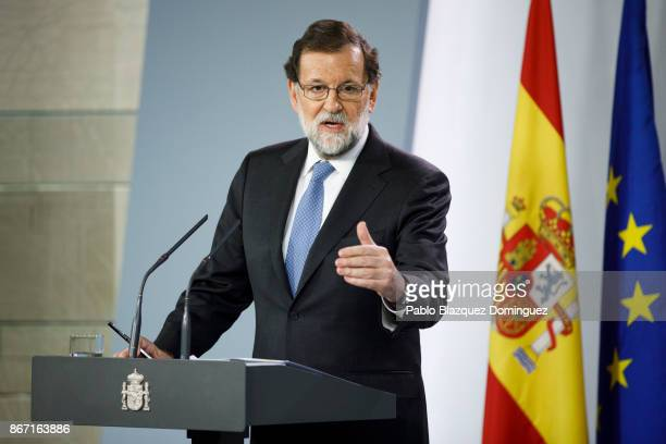 Spain's Prime Minister Mariano Rajoy speaks during a press statement after an extraordinary cabinet session at Moncloa Palace on October 27 2017 in...