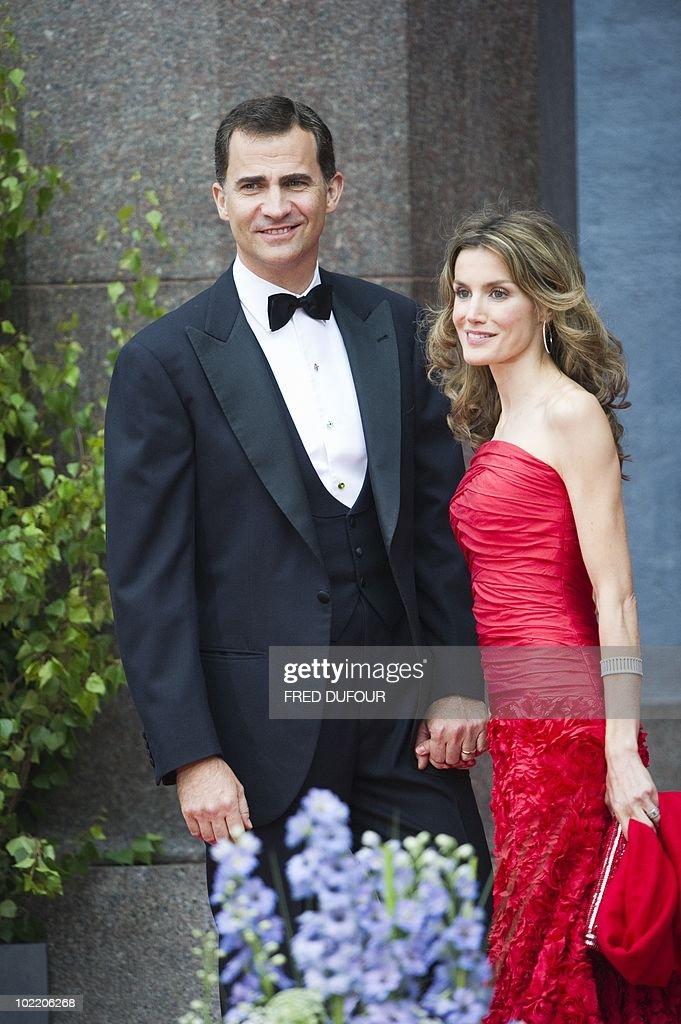 Spain's Prince Felipe (L) and Princess L : News Photo