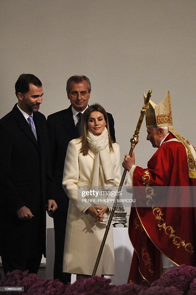 Spain's Princess Letizia (2ndR) and Spai : News Photo