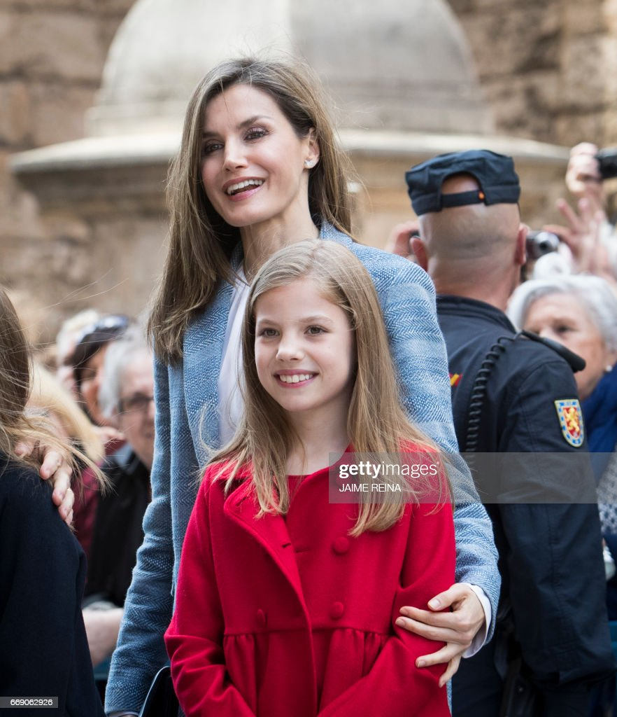Spain's Queen Letizia and her daughter Princess Sofia pose after attending the traditional Mass of Resurrection in Palma de Mallorca on April 16, 2017. /