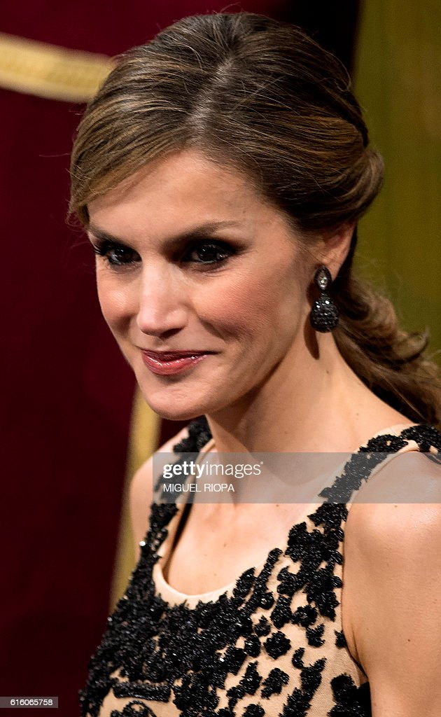 Spain's Queen Letizia attends the 2016 Princess of Asturias awards ceremony at the Campoamor Theatre in Oviedo, on October 21, 2016. / AFP / MIGUEL