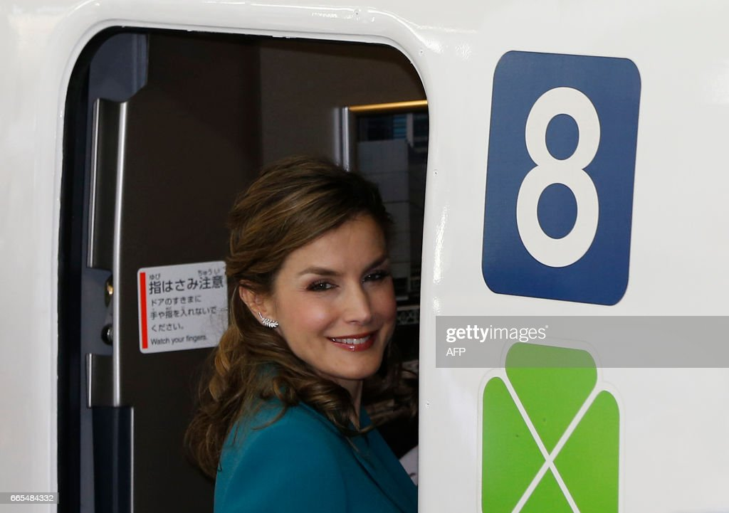 Spain's Queen Letizia smiles as she boards a Shinkansen bullet train on a one-day trip to Shizuoka, at Tokyo station in Tokyo on April 7, 2017. The Spanish royal couple is on a four-day state visit to Japan. /