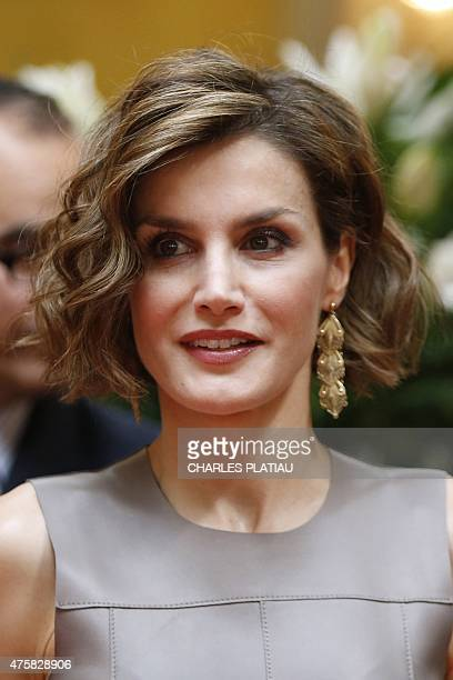 Spain's Queen Letizia visits the Cervantes Institute in Paris on June 4 2015 during a visit to France AFP PHOTO / POOL / CHARLES PLATIAU