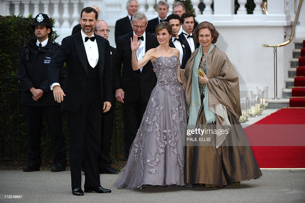 (From R) Spain's Queen Sofia, Princess L : News Photo