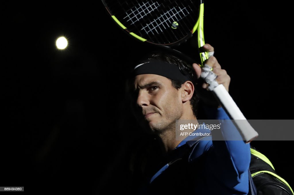 Spain's Rafael Nadal acknowledges the public as he arrives to play against Uruguay's Pablo Cuevas during the 1/8 round at the ATP World Tour Masters 1000 indoor tennis tournament on November 2, 2017 in Paris. / AFP PHOTO / Thomas SAMSON