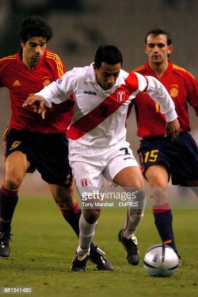 Spain's Raul Bravo and Joan Carlos Valeron put pressure on Peru's Nolberto Solano