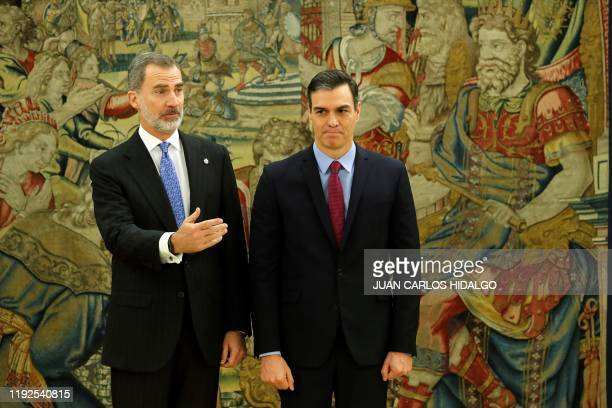 Spain's reelected prime minister socialist Pedro Sanchez poses with Spain's King Felipe VI after taking the oath of office during a swearingin...