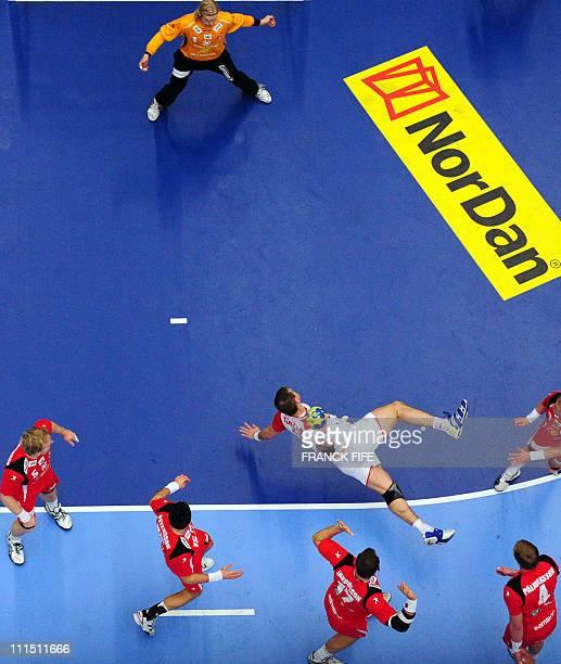 Spain's Roberto Akizu Aguinagalde scores during their 22nd men's Handball World Championships match Iceland vs Spain at the 'Kinnarps Arena' sports...
