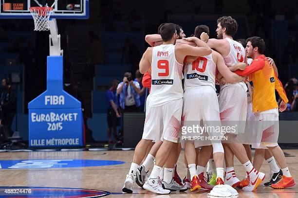Spain's teammates celebrate after Spain defeated Greece in their round of 8 basketball match at the EuroBasket 2015 in Lille northern France on...