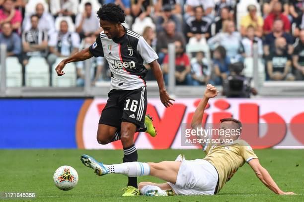 Spal's Polish midfielder Arkadiusz Reca tackles Juventus' Colombian midfielder Juan Cuadrado during the Italian Serie A football match Juventus vs...