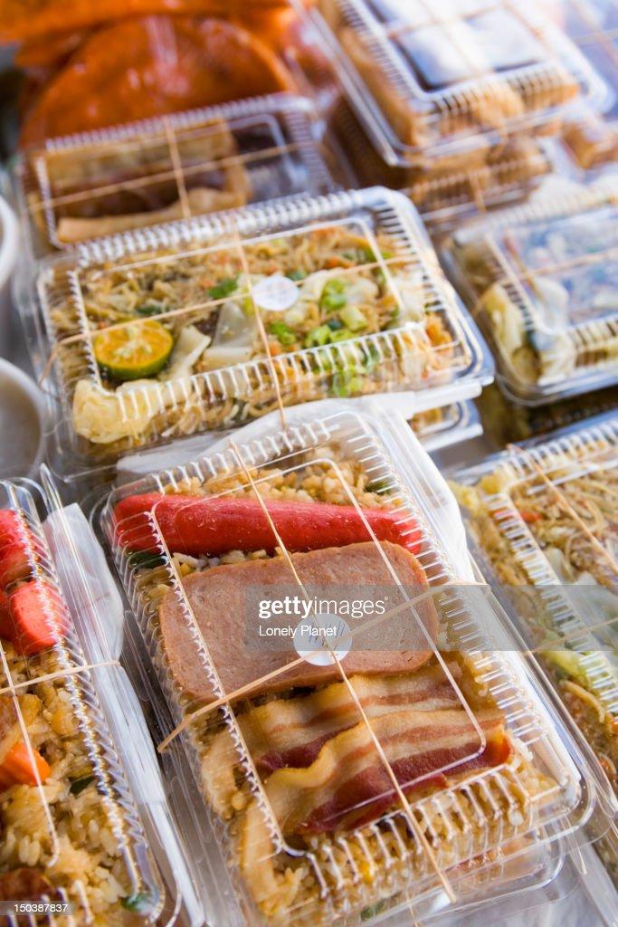 Spam bento boxes, Farmer's Market, Hilo, East Coast. : Bildbanksbilder