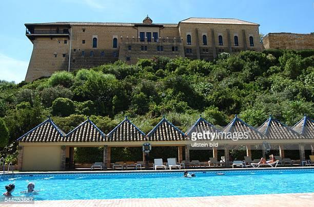 Spanien, Andalusien: Der Parador von Carmona mit Swimmingpool.