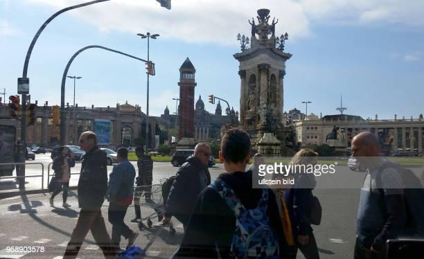 Spanien, Barcelona, , Stadtmitte Strassenszene am Placa d' Espanya, Brunnen