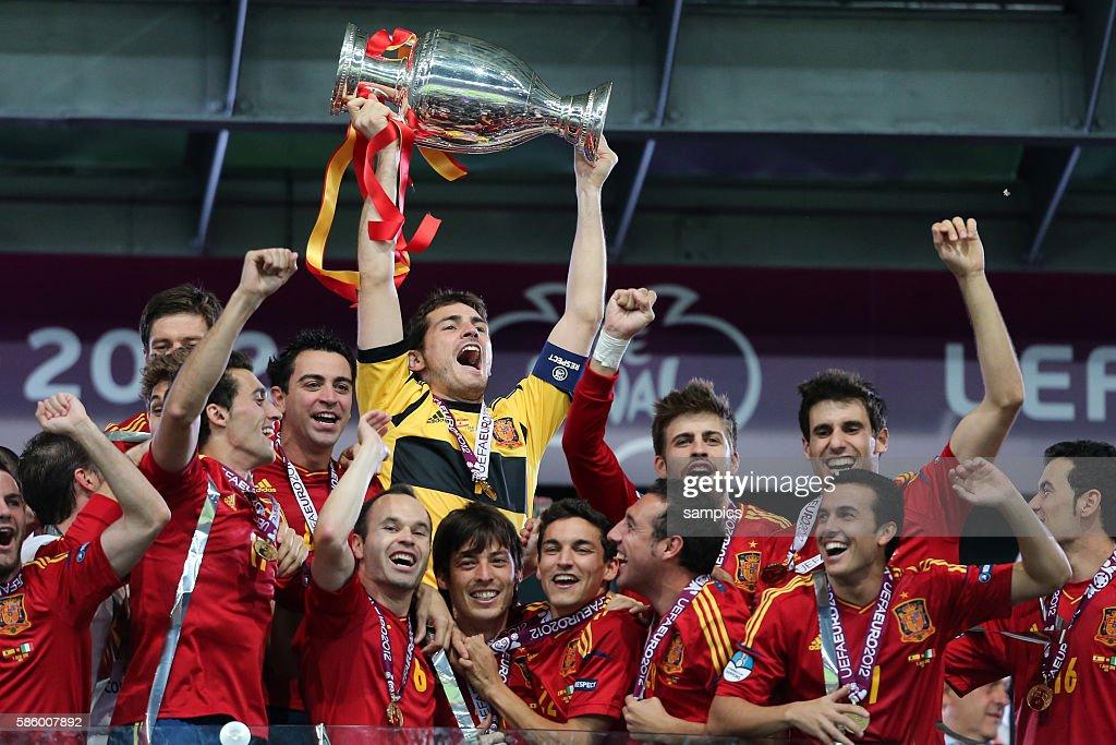 Soccer - UEFA EURO 2012 : News Photo