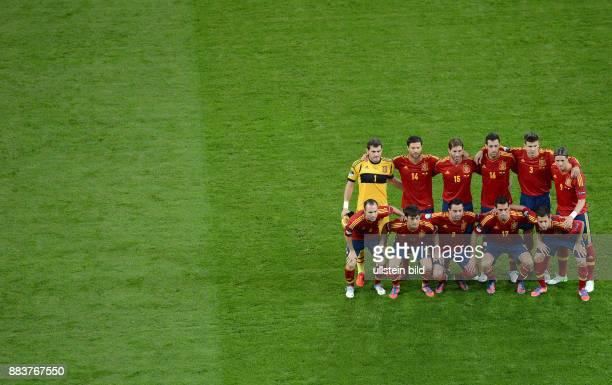 FUSSBALL EUROPAMEISTERSCHAFT Spanien Irland Teamfoto Spanien hintere Reihe von links Torwart Iker Casillas Xabi Alonso Sergio Ramos Sergio Busquets...