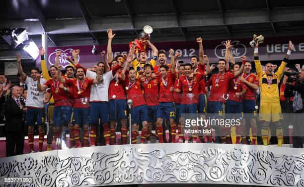 FUSSBALL EUROPAMEISTERSCHAFT Spanien Italien Cesc Fabregas Fernando Torres Juan Mata Sergio Ramos Alvaro Arbeloa Andres Iniesta David Silva Torwart...
