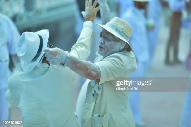 Der Karneval auf der kanarischen Insel La Palma ist bunt schrill und wird mit viel Pulver begangen