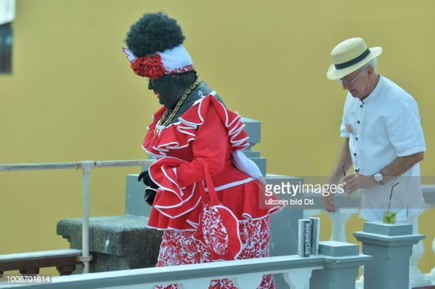 Spanien, La Palma: Der Karneval auf der kanarischen Insel La Palma ist bunt, schrill und wird mit viel Pulver begangen. Los Indianos. Tamaso