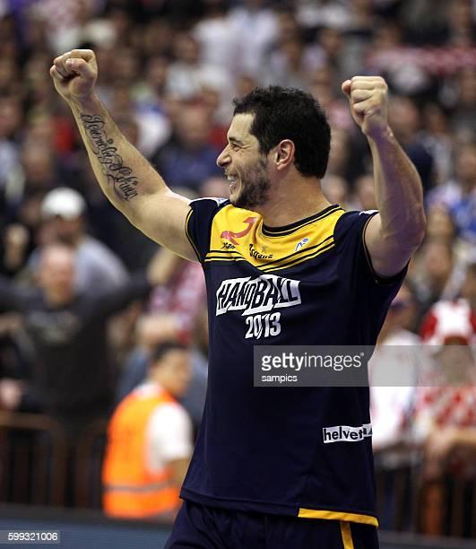 Spanien Spieler bejubeln den Sieg : Alberto ENTRERRIOS Handball Männer Europameisterschaft 2012 in Serbien Hauptrunde : Spanien - Kroatien 10 th mens...
