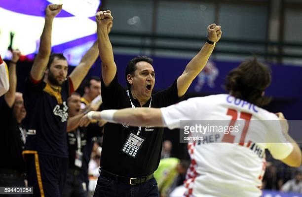 Spaniens Coach Valero RIVERA jubelt Handball Männer Europameisterschaft 2012 in Serbien Hauptrunde : Spanien - Kroatien 10 th mens european...