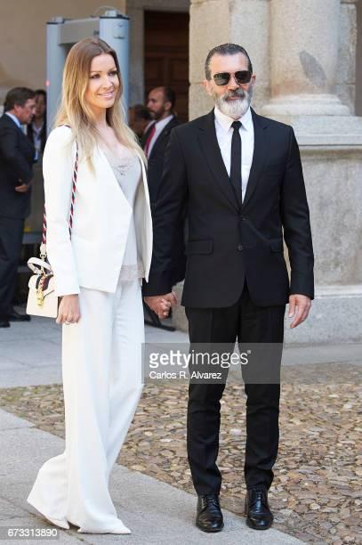Spanish actor Antonio Banderas and Nicole Kimpel attend the 'Camino Real' award ceremony at the Alcala de Henares University on April 26 2017 in...