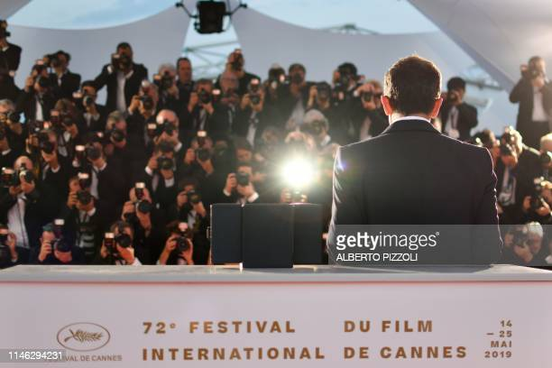Spanish actor Antonio Banderas poses during a photocall with his trophy on May 25 2019 after he won the Best Actor Prize for his part in Dolor Y...