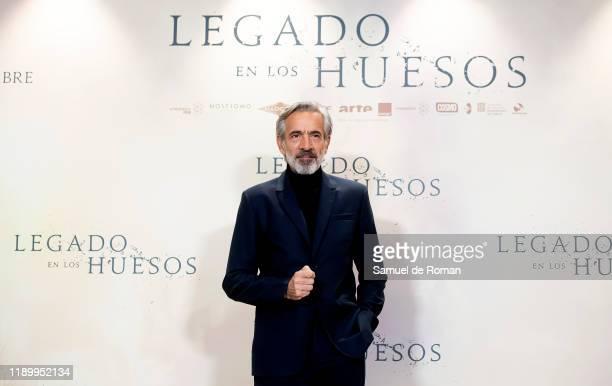Spanish actor Imanol Arias attends Legado En los Huesos Madrid Photocall on November 25 2019 in Madrid Spain
