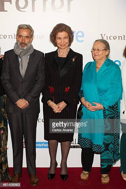 Spanish actor Imanol Arias Queen Sofia of Spain and Anne Perry attend the Vicente Ferrer premiere at the Callao cinema on January 8 2014 in Madrid...