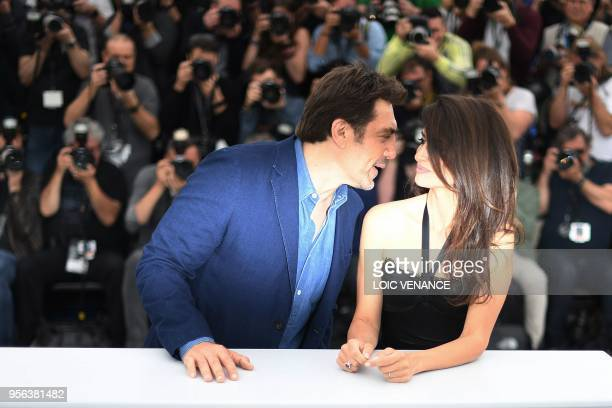 Spanish actor Javier Bardem and his wife Spanish actress Penelope Cruz pose on May 9 2018 during a photocall for the film Todos Lo Saben at the 71st...