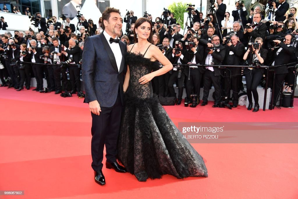 TOPSHOT - Spanish actor Javier Bardem (L) and Spanish actress Penelope Cruz pose as they arrive on May 8, 2018 for the screening of their film 'Todos Lo Saben (Everybody Knows)' and the opening ceremony of the 71st edition of the Cannes Film Festival in Cannes, southern France.