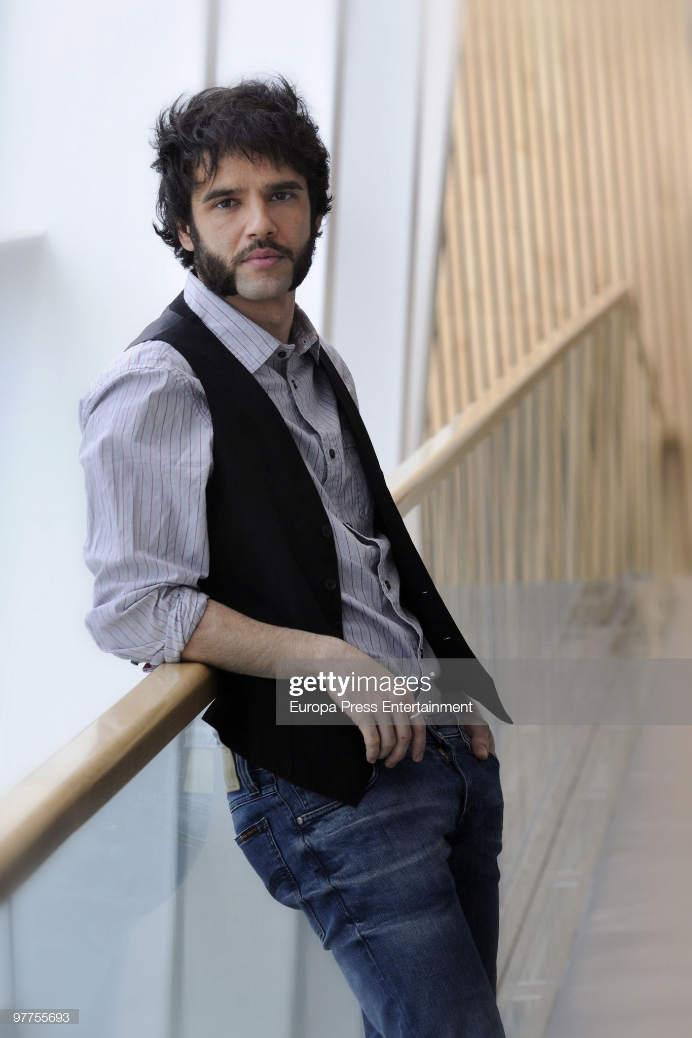 ¿Cuánto mide Raúl Peña? - Altura Spanish-actor-raul-pena-poses-during-a-portrait-session-on-march-16-picture-id97755693?s=2048x2048