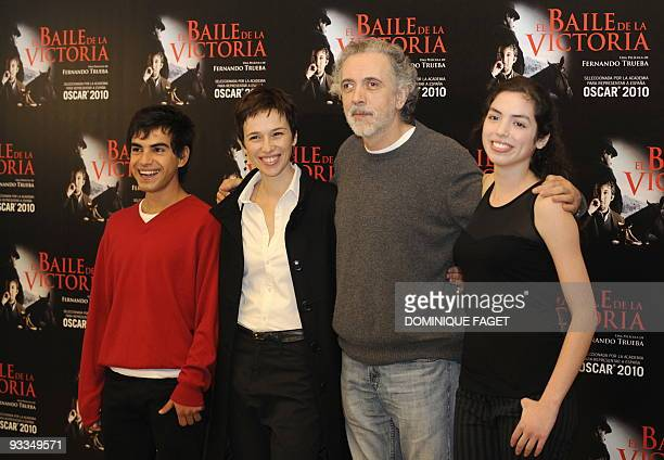 Spanish actors Abel Ayala Ariadna Gil Spanish film director Fernando Trueba and Chilean actress Miranda Bodenhofer pose during a photocall of...