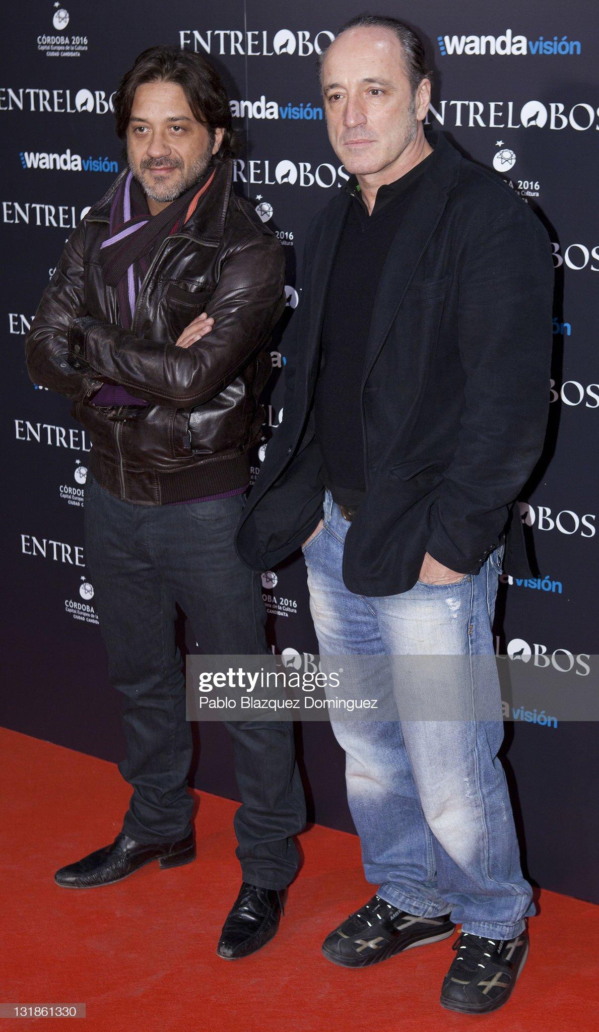 ¿Cuánto mide Enrique Arce? - Altura Spanish-actors-enrique-arce-and-roberto-alvarez-attend-the-entre-at-picture-id131861330?s=2048x2048