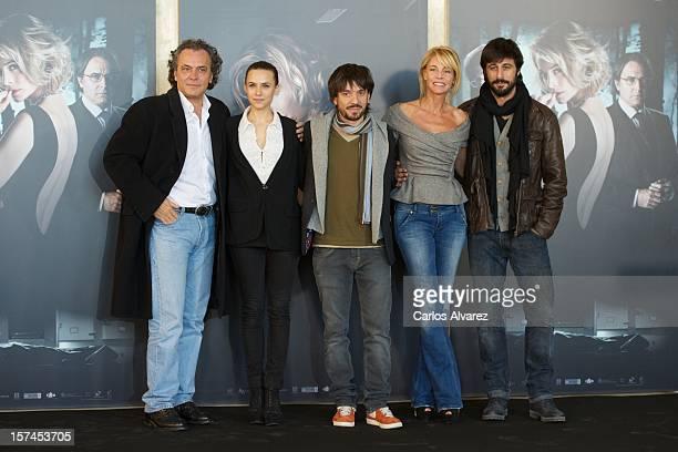 Spanish actors Jose Coronado Aura Garrido director Oriol Paulo Belen Rueda and Hugo Silva attend the El Cuerpo photocall at the Complutense...