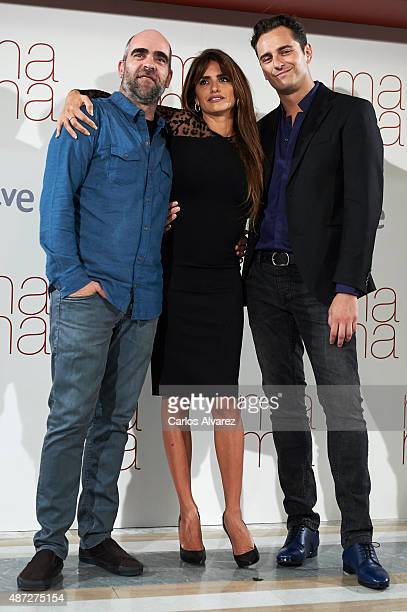 "Spanish actors Luis Tosar, Penelope Cruz and Asier Etxeandia attend ""Ma ma"" photocall at the Villamagna Hotel on September 8, 2015 in Madrid, Spain."