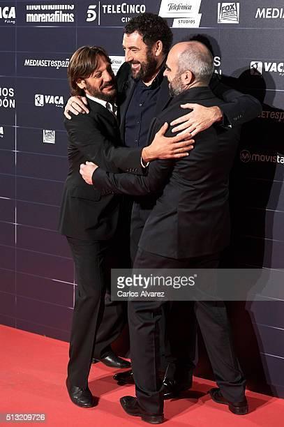 Spanish actors Rodrigo de la Serna Luis Tosar and director Spanish Daniel Calparsoro attend the 'Cien Anos de Perdon' premiere at the Capitol cinema...